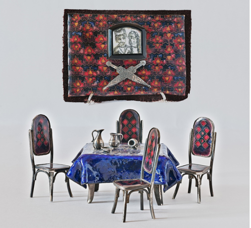 Sofia Etsadashvili. Mėlyna staltiesė, kėdės ir kilimas Blue table-cloth with chairs and carpet. 2013