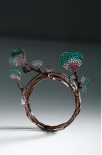 Gold Angel Award pin MAGĖ with diamond award WU CHING-CHIH Leaf