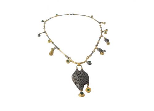 Eglė Tamošiūnaitė (Lietuva / Lithuania) Kaklo papuošalas, sidabras, auksavimas, agatas / Necklace, silver, gilding, agate