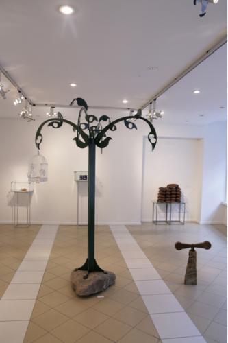 Algis Kasparavičius. ( Lietuva / Lithuania) Pasaulio medis. 2011,plienas,akmuo / The tree of the world. 2011, steel, wood