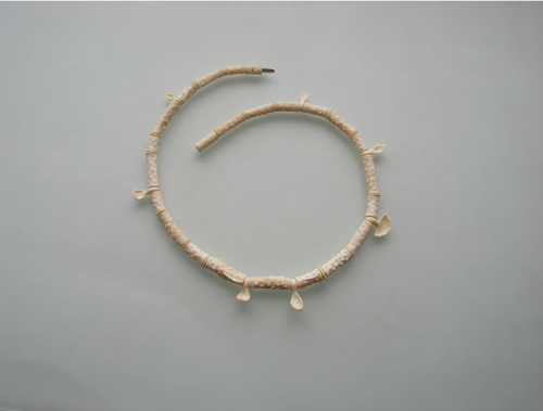 Sigitas Virpilaitis. Kaklo papuošalas. 2012, mamuto kaulas / Necklace. Mommoth bone