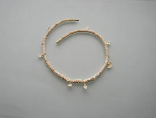 Sigitas Virpilaitis. Kaklo papuošalas. 2012, mamuto kaulas / Necklace. Mommoth bone