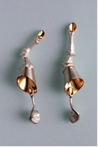 Jurgita Erminaitė. SIERVAMZDŽIAI. 2004, sidabras, auksavimas, 110 x 25 /