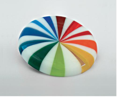"Sandra Malaškevičiūtė. Sagė SPEKTRAS. 2009, organinis stiklas, sidabras 70 x 70 mm/ Brooch ""Spectrum"", 2009, plexyglass, silver, 70x70mm"