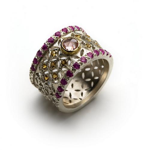 Darijus Gerlikas. Žiedas PINK. sidabras, rožiniai safyrai, citrinai