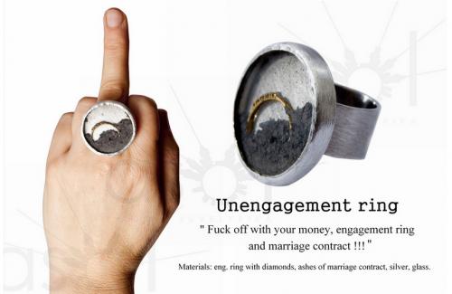 Solveiga ir Alfredas Krivičiai. IŠŽADĖTUVIŲ ŽIEDAS. 2010, sužadėtuvių žiedas: auksas, briliantai, vedybinės sutarties pelenai, sidabras, stiklas